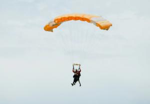 Tandemski skok s padalom