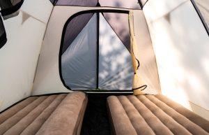 Napihljiva postelja za kampiranje