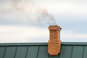 Prav z rednim čiščenjem že lahko veliko storimo za pravilno delovanje dimnika.
