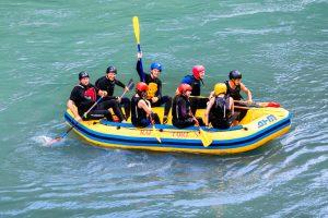 Adrenalinski šport - rafting na Soči.